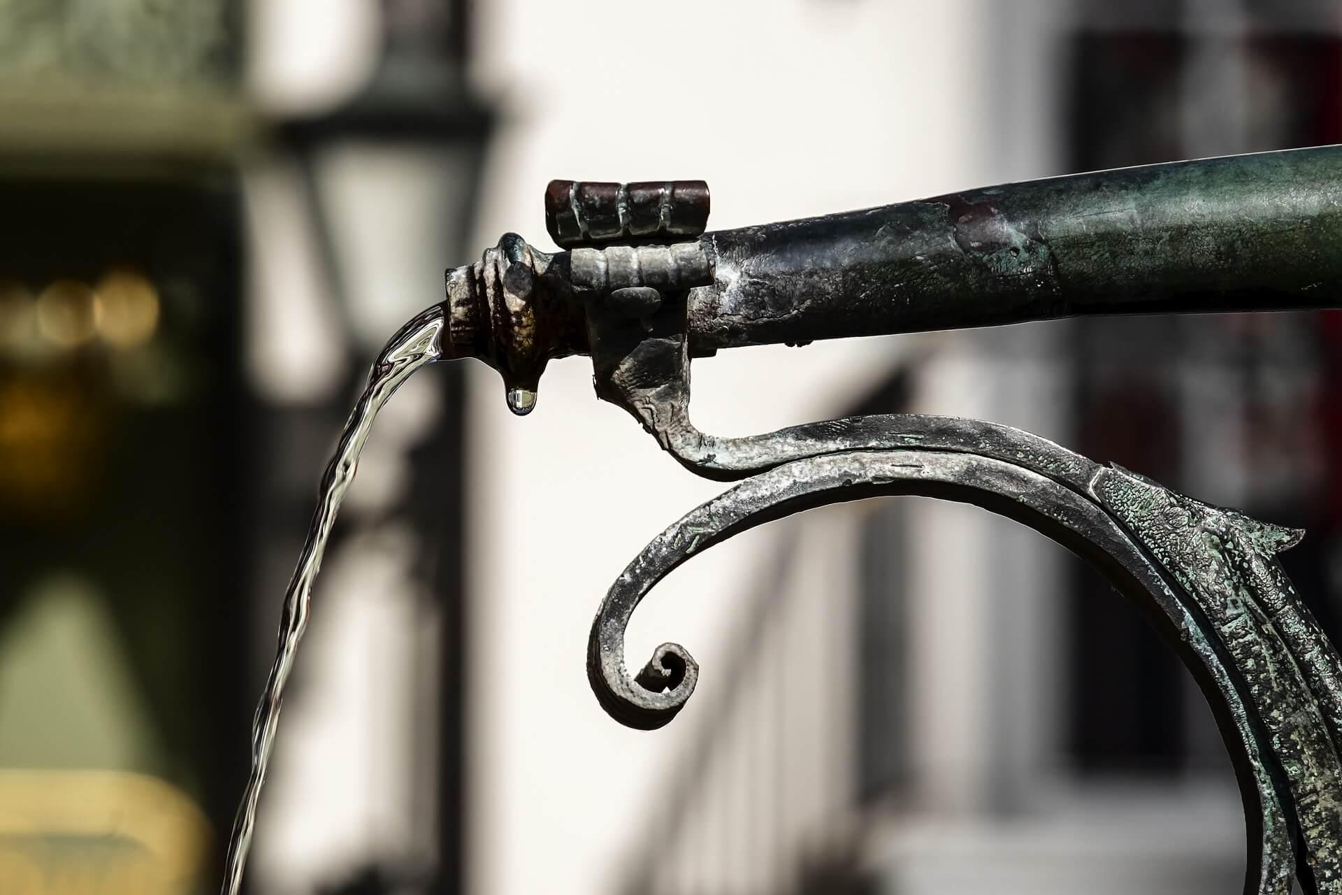 ¿Cómo elegir una bomba de agua para pozos?